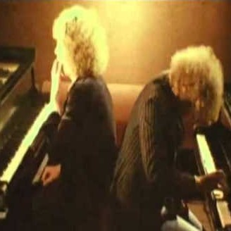 Песня «Старое пианино» («Worn Down Piano»)