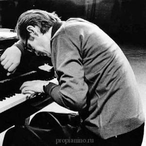 Билл Эванс за фортепиано