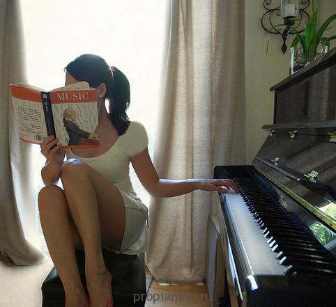 Фортепиано и девушка