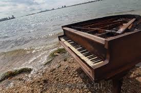 """Стихотворение """"Штормовой рояль"""""""