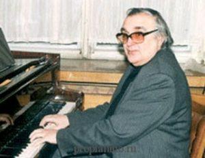 Дашкевич за пианино