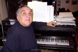 Дашкевич за фортепиано