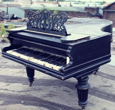 Рояль на крыше