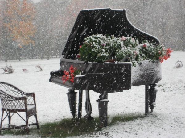 Рояль на снегу