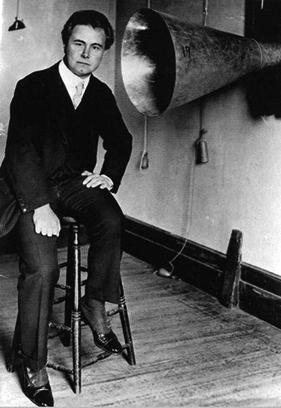 Гофман с фонографом