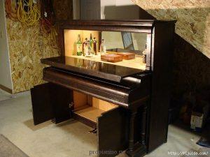 Бар в форме пианино