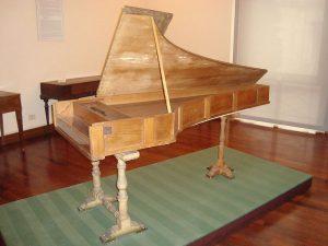 Фортепиано построенное Кристофори (1722)