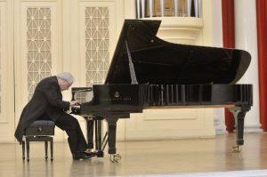 Маэстро Соколов за роялем