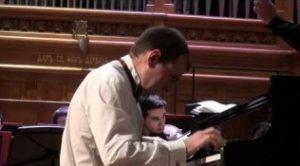 Коробейников успешно совмещал учебу и концерты