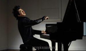 Пианист поражает критиков чувственностью игры