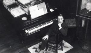 Странная манера игры и ведение музыки пианиста Корто