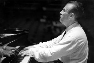Клаудио Аррау за роялем