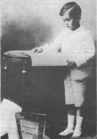В восемь лет юный пианист отправился в Германию