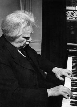 Маэстро Фишер за роялем