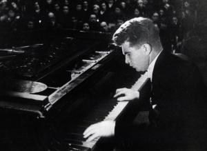 Гилельс как и Рихтер учился в одесской консерватории
