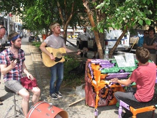 Проект «Уличное пианино» распространился во многих странах и продолжает покорять мир