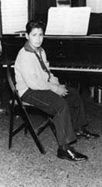 Отец научил сына игре на фортепиано в возрасте четырех лет, а с восьми лет – на ударных инструментах