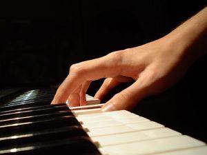 Ставим правильно руки для обучения на фортепиано