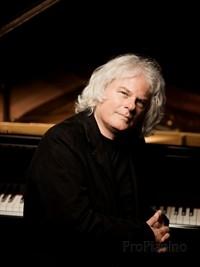 Голландский пианист Рональд Браутигам