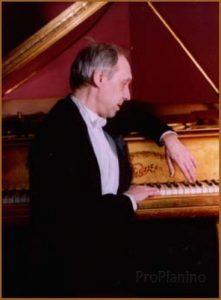 Павел Егоров является одним из лучших мировых исполнителей музыки эпохи романтизма