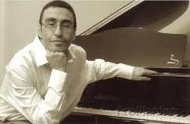 Пианист Александр Палей за инструментом