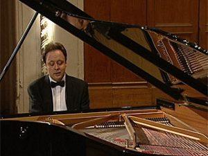 Известный пианист Александр Гиндин