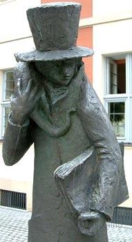 Статуя, изображающая Гомана со своим котом