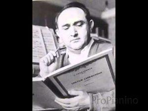 Яков Израилевич Зак с нотами Третьей симфонии