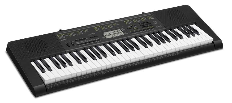 Добротный синтезатор Casio 2200